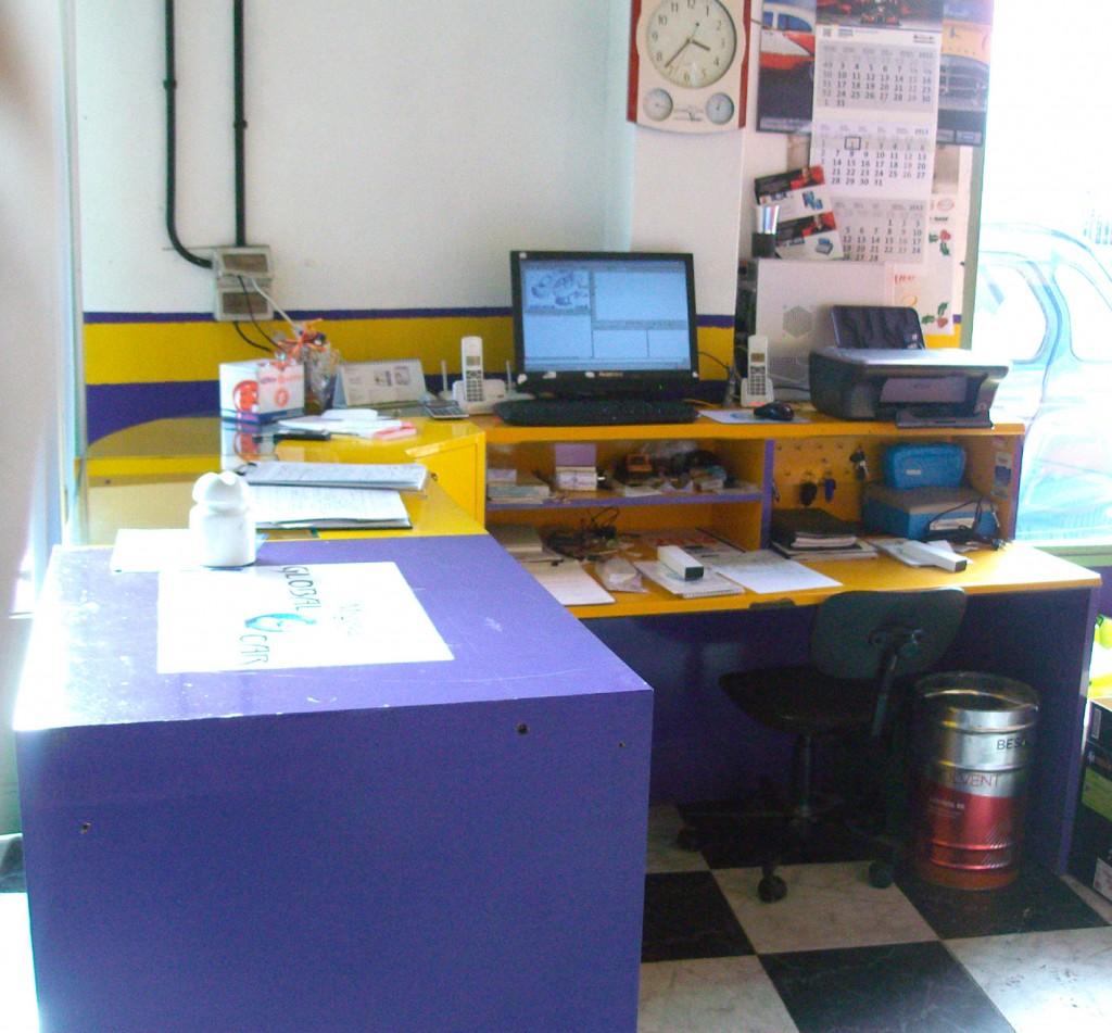 También disponemos de sala de espera con tv, cafetera, refrescos y zona wifi gratuita para su mayor confort.